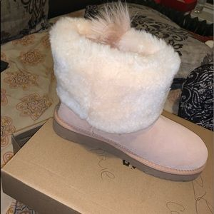 Uggs SIZE 9